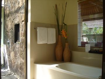 aston legend_1bed_bathroom