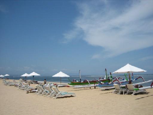 【写真】バリハイアット前のビーチ