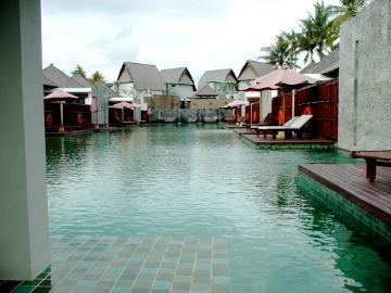 furama Xclusive3_lagoon pool3